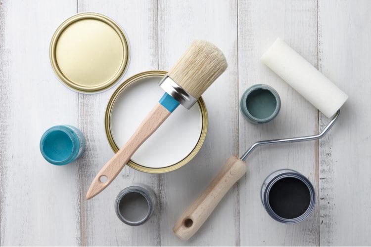 壁にペンキを塗るDIYの実際の手順