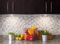 DIYでキッチンの壁にタイル貼り!その手順・費用・注意点を解説